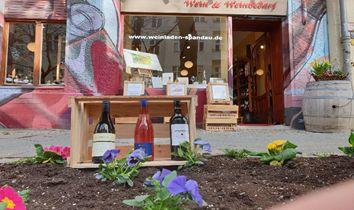 Frühling vorm Weinladen
